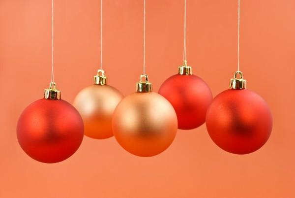 christmas tree decoration with balls