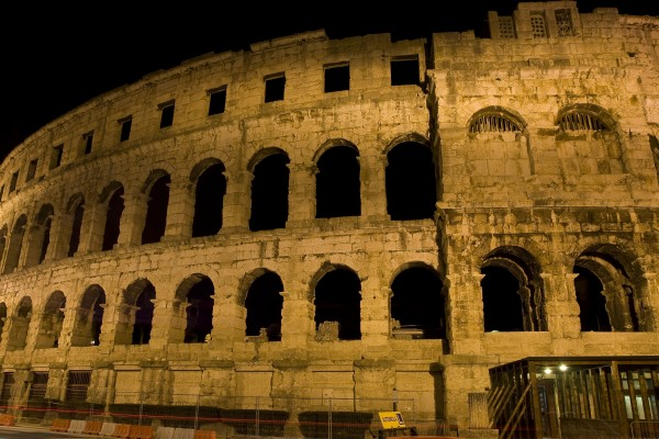 night recording of the amphitheatre in