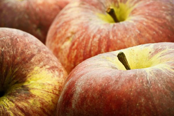 apples....... - 3817916