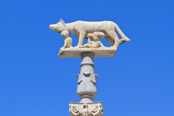 romulus and remus with wolf statue