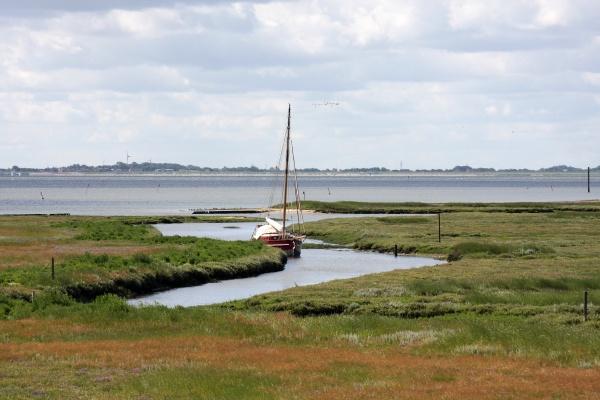 boat in the wadden sea