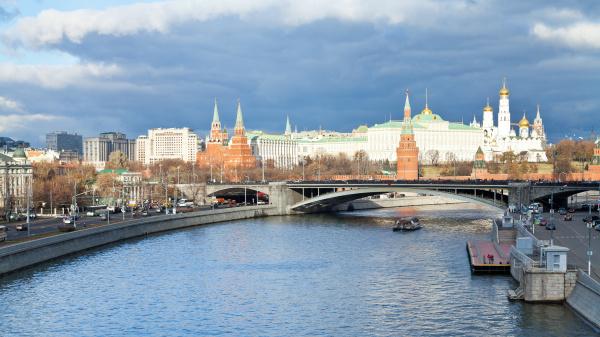 sofiyskaya embankment of moskva river and