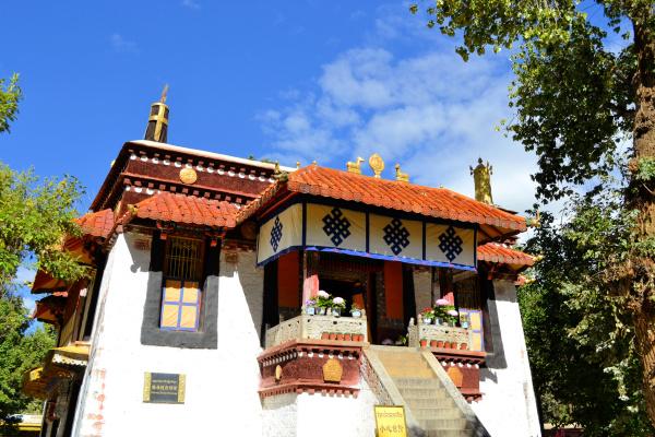 norbulingka summer palace of dalai lama