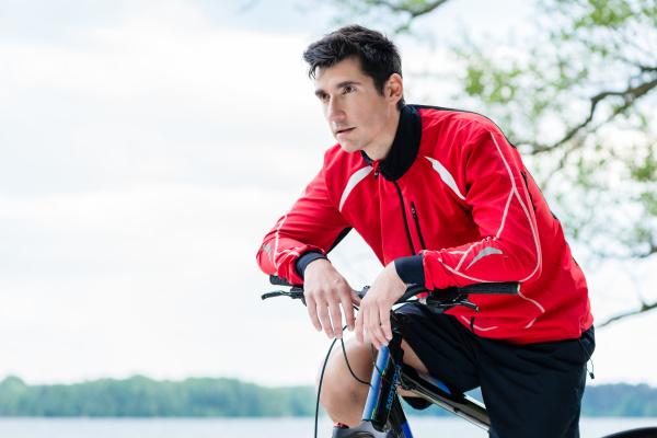 man on mountain bike bike rests