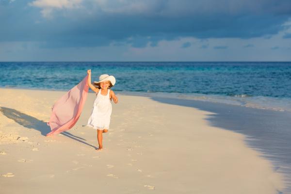 little, girl, on, the, beach - 16344685