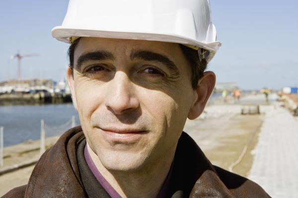 building contractor in hard hat