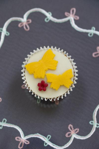 cupcake with marzipan fondant