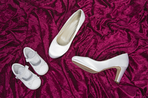 bride s shoes and her daughter