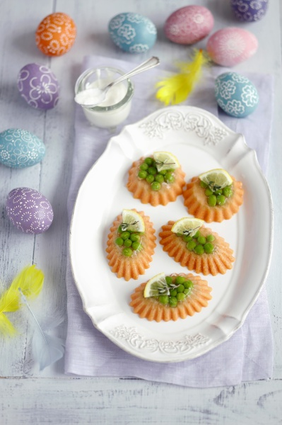 salmon mousse with gelatine and peas