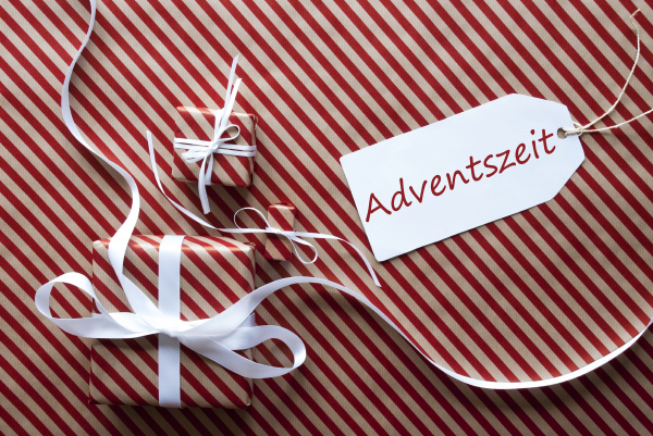 two gifts with label adventszeit