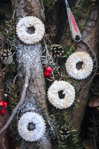 linzer kraenze ring shaped shortcrust biscuits