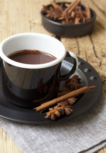 hot chocolate with cinnamon and star