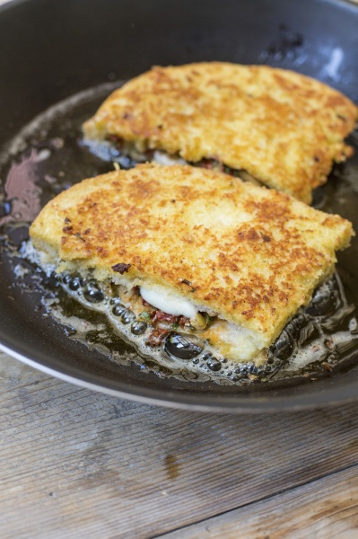 mozzarella in carrozza an italian fried