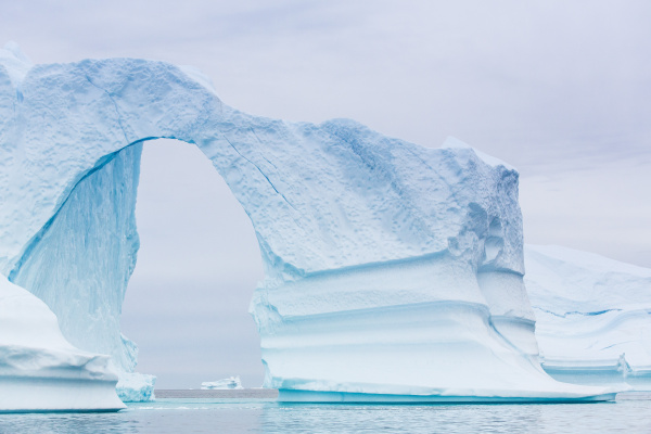 grounded icebergs sydkap scoresbysund