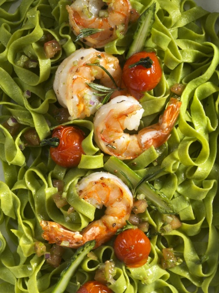 green pasta with prawns and cocktail