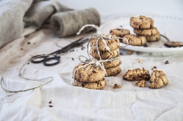 peanut butter cookies with cocoa nibs