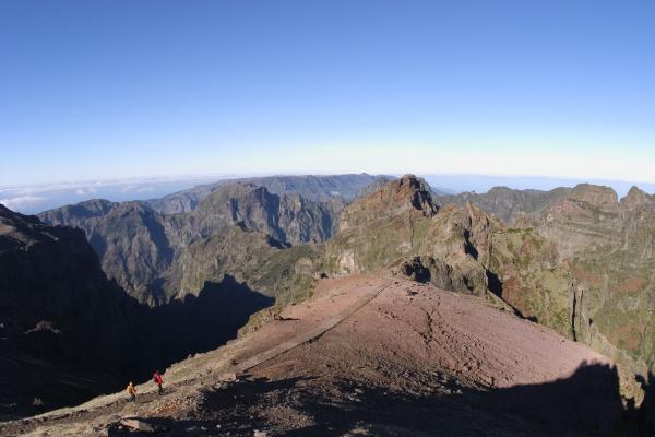 view from pico do arieiro to