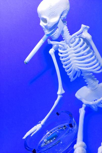 smoking skeleton symbolic of nicotine death