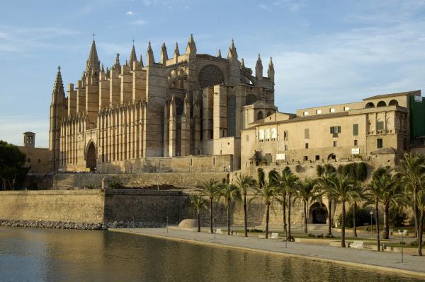 cathedral parc de la mar