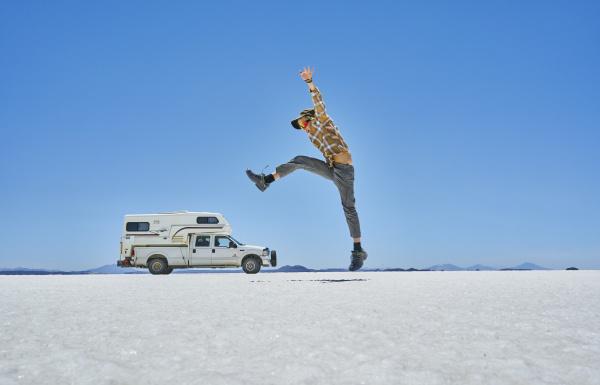 bolivia salar de uyuni boy jumping