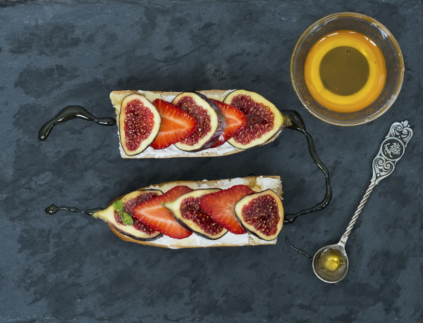 fig and strawberry goat cheese sandwiches