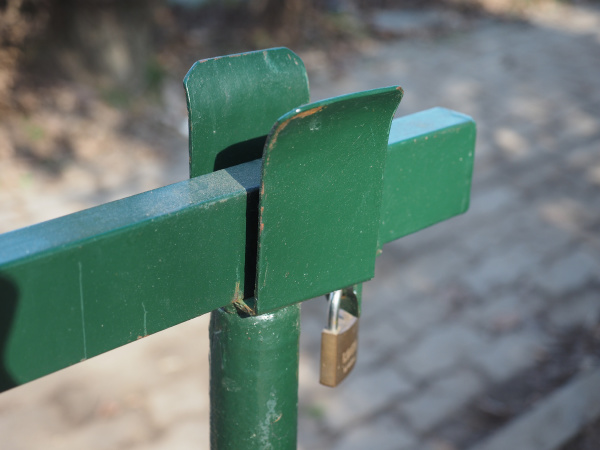 boom barrier with lock