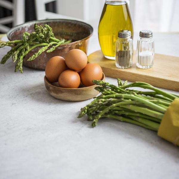 asparagus eggs salt and pepper and