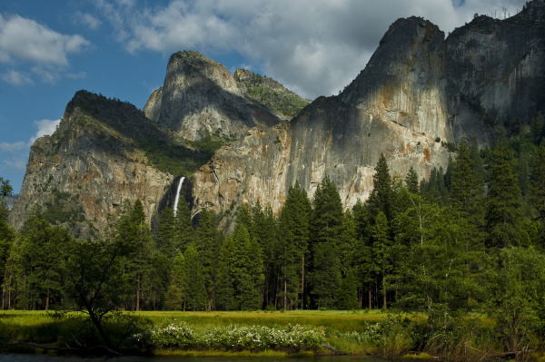 dramatic view of yosemite valley from