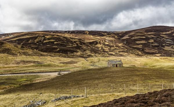 lone crofters cottage glen clunie scotland
