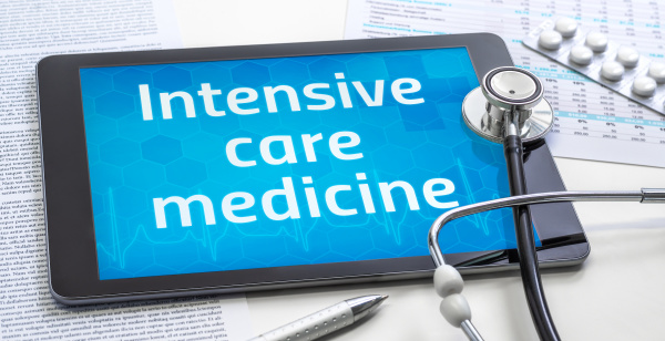 the word intensive care medicine on