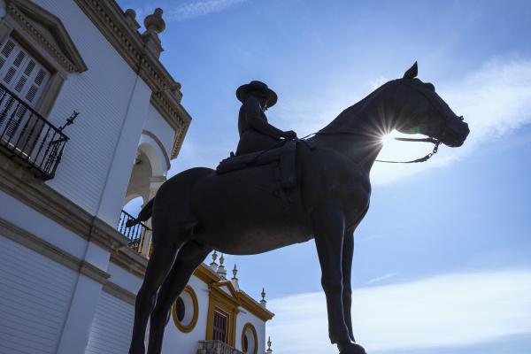 augusta senora condesa de barcelona statue