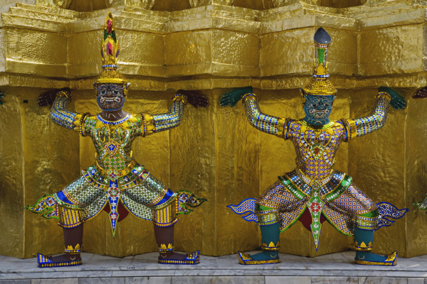 khon figures guarding stupa wat phra