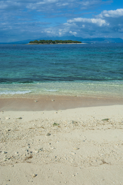 clear waters on beachcomber island with