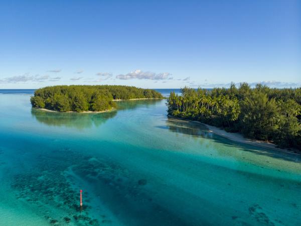 motu tiahura moorea french polynesia