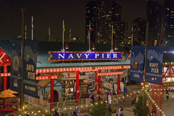 viewing the navy pier in chicago