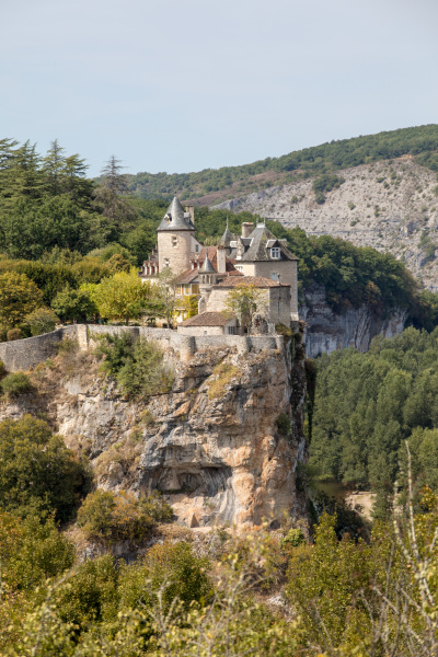 castle of belcastel in lacave