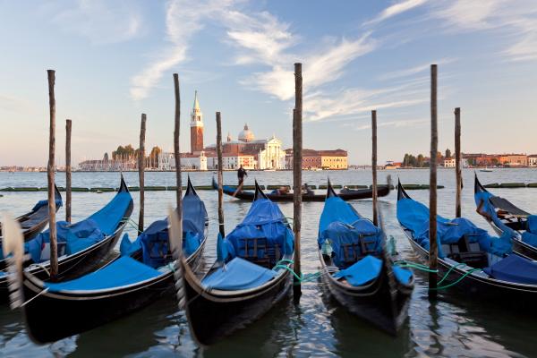 gondolas italy italia veneto venezia district