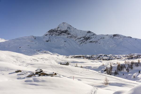 snowy mountain panorama valmalenco