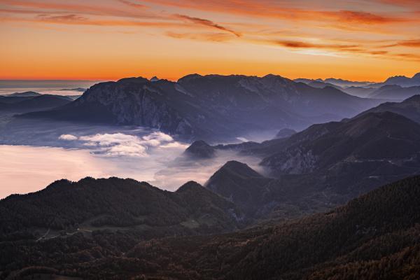 austria schafberg hollengebirge lakeatterseeat sunrise