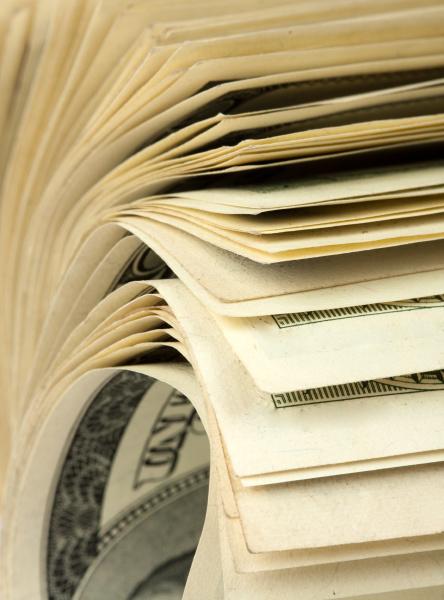roll of 100 bills