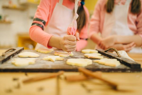 girls cooks preparing to send cookies