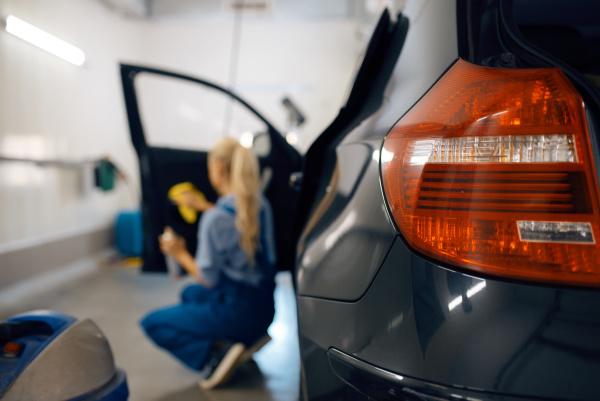 female, washer, cleans, automobile, door, trim - 28078004