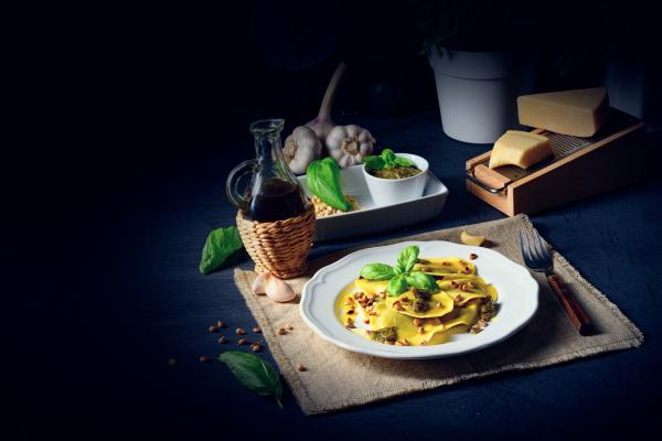 vegetariano italiano tortelli with roasted pine