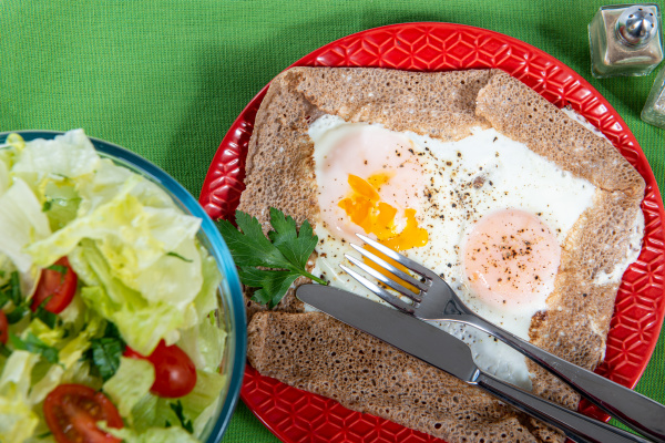 breton crepe with egg in red
