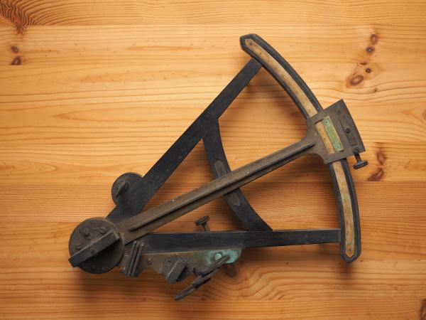 sextant nautical measuring instrument