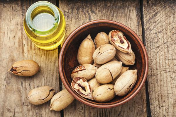unshelled pecans nut