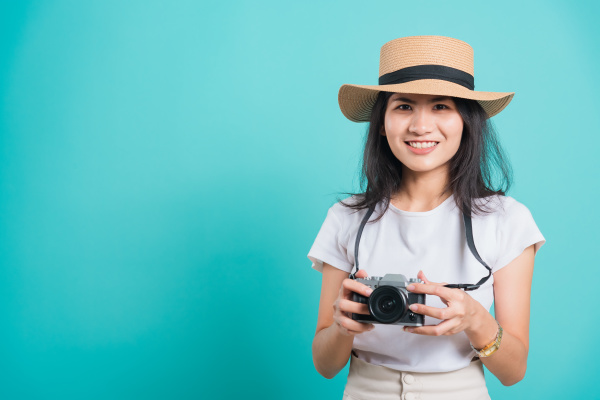 woman smile in summer hat standing