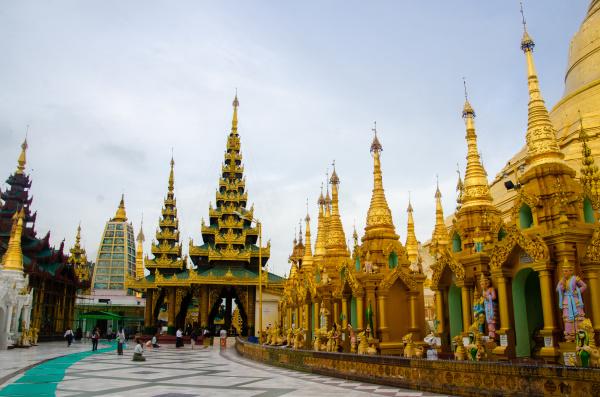 evening at the shwedagon pagoda