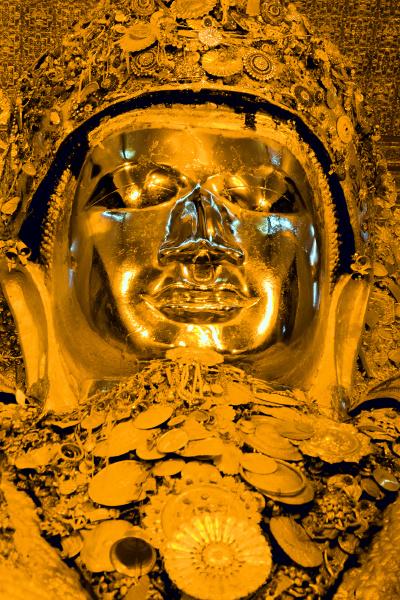 mahamuni buddha mandalay myanmar