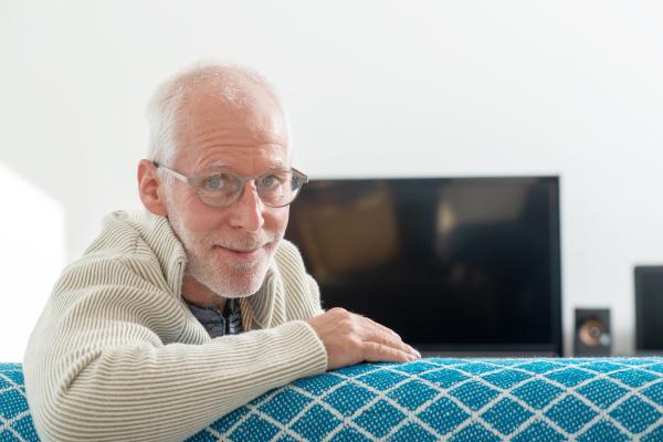 senior, with, grey, hairs, wearing, eyeglasses - 28237852